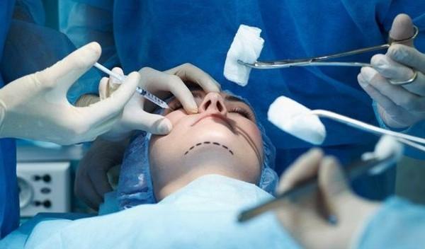 Los peligros de las operaciones estéticas low cost