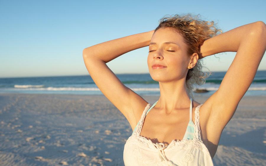 Realza tu escote para las siguientes vacaciones con la cirugía estética de mamas
